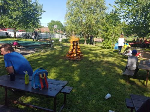 Táborák a hry s rodiči a hasiči